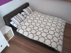 So beatiful bed.