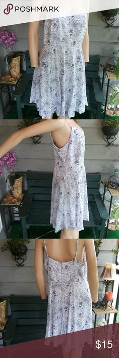 """OLD NAVY SUMMER DRESS SUPER CUTE SZ LARGE BUST: 36"""" WAIST: 34"""" LENGTH: 37"""" 100% RAYON EXCELLENT CONDITION Old Navy Dresses"""
