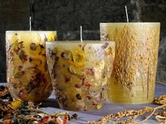 Výroba svíček - Domácí nápady Mason Jar Candles, Diy Candles, Pillar Candles, Candle In The Dark, Candle Craft, House Of Beauty, Homemade Candles, Luxury Candles, Fire Starters