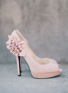 Blush pink wedding shoes {Photo by Marta Locklear via Project Wedding} #shoes