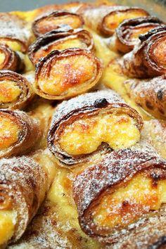 Bécsi túrós palacsinta - VIDEÓVAL! - GastroHobbi Hungarian Desserts, Hungarian Recipes, Sweet Recipes, Cake Recipes, Dessert Recipes, Good Food, Yummy Food, Pancakes And Waffles, International Recipes