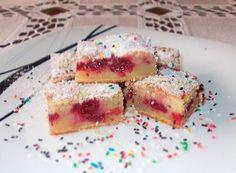 Voćni kolač s višnjom i jogurtom