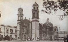 Visita la emblemática Plaza de la Santa Veracruz, en donde se conjugan historia y arte, en el conjuntos de los edificios históricos que alberga: MUNAE, Museo Fran Mayer, Iglesia de la Santa Veracruz y Templo de San Juan de Dios.