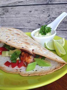 Tacos z grillowanym łososiem i domowym, kolendrowym majonezem.