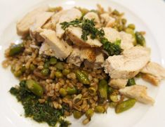 Plated's Pan-Roasted Chicken with Farro and Three-Herb Pistou. Nothing too far out of the way of convenience. The name makes it sound deceivingly complicated. Plated Reviews, Meal Delivery Service, Roasted Chicken, Risotto, Herbs, Vegetables, Ethnic Recipes, Food, Baked Chicken