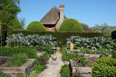 Englische Gärten - Potager (Gemüsegarten) von Alfriston Clergy House, East Sussex, UK
