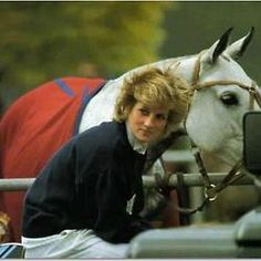 Princess Diana with a horse this is prolly the best thing I've ever seen