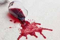 Come togliere le macchie di vino da tessuti, moquette e tappeti