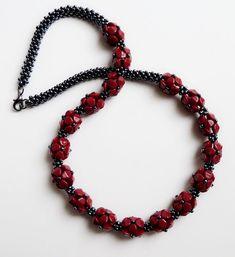rudé květy, pinch beads