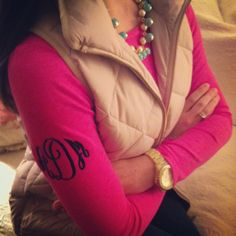 Love the necklace, pearls and color with neutral vest and pink shirt. Monogram is cute and different on the sleeve. Preppy Mode, Preppy Style, Style Me, Vogue, Swagg, Passion For Fashion, Autumn Winter Fashion, Dress To Impress, Playing Dress Up