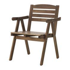IKEA - FALHOLMEN, Armleunstoel, buiten, Kan gestapeld worden om ruimte te besparen.Om het zitcomfort nog verder te verbeteren en je stoel persoonlijker te maken, kan je deze completeren met een kussen in een stijl die bij je past.Voor extra slijtvastheid, en om de natuurlijke uitstraling van het hout te kunnen zien, is het meubel voorbehandeld met een laag halftransparante houtlazuur.