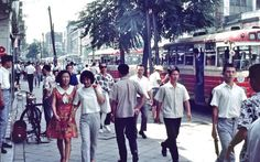 Seoul Chongro , 8 August 1968 서울 종로이가 鍾路二街 – by Pal Meir Korean Image, Korean Photo, Old Pictures, Old Photos, Vintage Photographs, Vintage Photos, Asian Tigers, Korean People, Seoul Korea