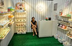 what a cool way to set up a craft show booth!