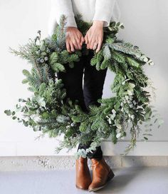 18 inch large fresh Christmas wreath Artificial fir tree as Christmas decoration? A synthetic Christmas Tree or a real one? Noel Christmas, Merry Little Christmas, Winter Christmas, Natural Christmas, Green Christmas, Beautiful Christmas, Large Christmas Wreath, Christmas Reath, Simple Christmas Decorations