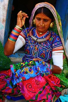 Gujarati artisan embroiders colorful textiles /  Indian Embroidery . YA LOS ANGELES
