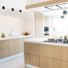 Keuken Alkmaar - NB Interieurwerken Scandi Home, Scandinavian Kitchen, Interior Design Kitchen, New Kitchen, Home Kitchens, Kitchen Countertops, Bar, Sweet Home, House