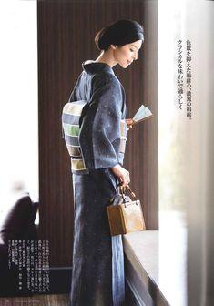 十日町絹縮 美しいキモノ2017夏 Japanese Outfits, Japanese Fashion, Asian Fashion, Yukata Kimono, Kimono Dress, Traditional Fashion, Traditional Dresses, Ethnic Outfits, Japanese Beauty