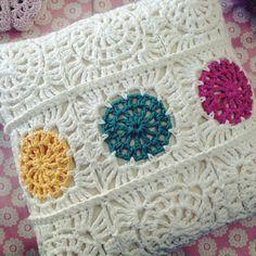 round crochet cushion pattern - Google Search