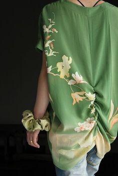 画像: センターシャーリングチュニック Japanese Textiles, Japanese Fabric, Japanese Kimono, Japanese Fashion, Kimono Dress, Kimono Top, Recycled Fashion, Silk Jacket, Kimono Fashion