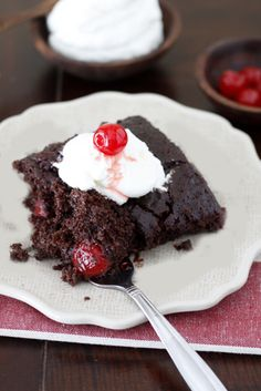 Chocolate Cherry Cola Dump Cake -- so easy to make Dump Cake Recipes, Baking Recipes, Dessert Recipes, Party Recipes, Easy Desserts, Delicious Desserts, Yummy Food, Healthy Desserts, Sweets Cake