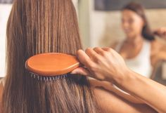 Saçlar ister kısa ister uzun olsun saçı doğru taramayı bilmeyenlerin saçları yıpranır ve kırılır. En doğru saç tarama zamanı banyodan sonradır. Diplerden başlayarak taranan saçların nazikçe, zarar vermeden taranması gerekir. Uzun saçlılar saçlarını birkaç bölüme ayırarak taraması ve rahat şekil alması için mutlaka nemli olması gerekir. Sabahları saç tarama işlemlerinde ise kalkar kalkmaz alel acele saç taranmaması gerekir.   #HandeHaluk #ulus #zorlu #zorluavm  #zorlucenter #hair #hairstyle…