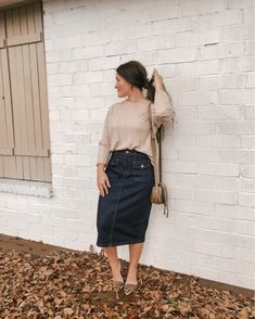 Photo shared by Courtney Toliver Guthrie on October 2019 tagging and Image may contain: one or more people and people standing Modest Casual Outfits, Long Skirt Outfits, Casual Summer Dresses, Modest Dresses, Modest Fashion, Trendy Outfits, Cute Outfits, Apostolic Fashion, Modest Clothing
