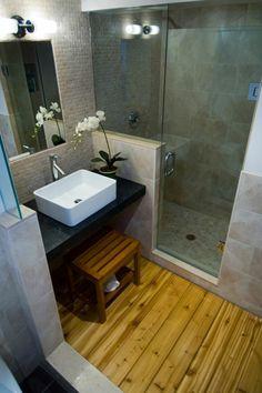 dusche glastüren holzboden badgestaltung kleines bad