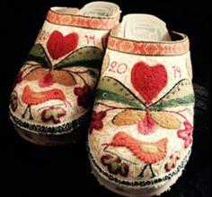 Broderade träskor från Träskofabriken   DIY Embroidered clogs