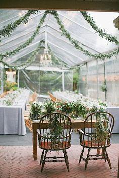 Opter pour des guirlandes végétales toutes simples pour un côté naturel jardin mariage pinterest déco