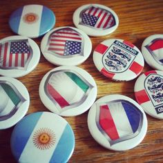 USA flag button badges and Italian flag button badges