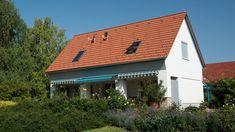 A Terrán synus tetőcserépkönnyű és erős, hogy a tetőfelújítás könnyen menjen!Könnyedségével, a beton tartósságával és ellenálló képességével a legjobb választás a tetőépítéshez! Válassza a legkönnyebbTerrán tetőcserepet,új ELEGANT felületkezeléssel, 50 év garanciával! Synus- a tetőfelújítások könnyű és erős cserepe. Garage Doors, Outdoor Decor, Home Decor, Decoration Home, Room Decor, Home Interior Design, Carriage Doors, Home Decoration, Interior Design