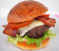 Cheddar, Hamburger, Ethnic Recipes, Food, Cheddar Cheese, Essen, Burgers, Meals, Yemek