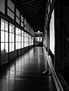 Temple hallway by Box of Badgers, via Flickr