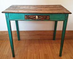 Antigua mesa tocinera en verde esmeralda/Little old table in emerald green | Bohemian and Chic