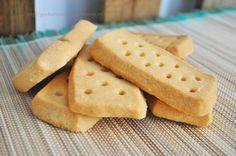 Nos encantan las recetas de galletas, no sé por qué pero siempre triunfan, así que cuando he visto esta receta de galletas escocesas de mantequilla he corrido a compartirla con todos vosotros. ¡No os la perdáis! Son muy muy parecidas a las de la famosa marca británica (ya sabéis todos cuál ;)).