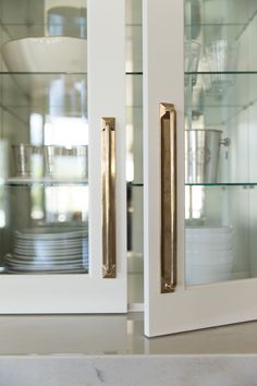 7 Places to Shop for Modern, Minimal Cabinet Hardware kitchen hardware Home Interior, Interior Design Kitchen, Home Design, Kitchen Designs, French Interior, Modern Interior, Modern Furniture, Kitchen Cabinet Hardware, Home Hardware