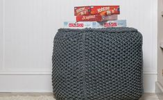 This free DIY Knit Pouf Pattern, with video that shows step by step instructions, is a very doable DIY home decor project. This Chunky Knit Pouf Cube makes a great footstool and ottoman and can be made in a variety of colors. Diy Home Decor Projects, Easy Home Decor, Easy Projects, Decor Diy, Purl Stitch, Seed Stitch, Chunky Crochet, Knit Crochet, Knitted Pouf