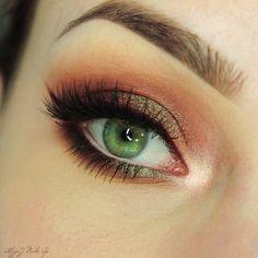 Makeup Geek Eyeshadows in Artemis, Beaches and Creme, Insomnia and Sora + Makeup Geek Full Spectrum Eye Liner Pencil in Plumeria + MannyMUA x Makeup Geek Palette. Look by: AlicjaJ Make Up