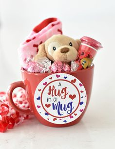 Are you looking for a fun and quick Valentines gift for your kiddos? We have this Valentines gift idea for kids that is super simple and adorable. gift simple Fun Valentines Gift Idea for Kids Valentines Day Baskets, Valentines Gift Box, Kinder Valentines, Valentine Gifts For Kids, Valentine Decorations, Valentine Crafts, Kids Gifts, Craft Gifts, Printable Valentine