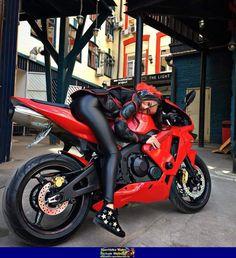 29 ideas for motorcycle girl illustration biker chick {migpinmoto} __________________________________________________________ suivre auto bild auto bild migpinmoto suivre Motorcycle Couple, Motorcycle Boots, Lady Biker, Biker Girl, Motard Sexy, Yzf R125, Motorbike Girl, Hot Bikes, Biker Chick