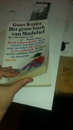 3. Het boek dat ik ga gebruiken. Ik heb gekozen voor een groot, dik boek zodat ik er alle kanten mee op kan.
