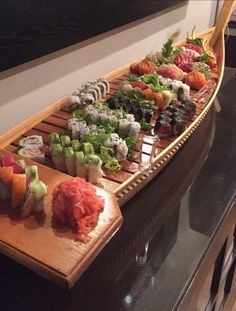 It really isn't anything special but my family decided to get a sushi boat for my sister's last birthday. I love sushi rolls and was not expecting it to come on an actual boat. Sushi Boat, My Sushi, Sushi Time, Sushi Recipes, Asian Recipes, Barca Sushi, Sashimi, Sushi Party, Food Porn