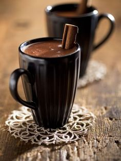 ♀ and hot chocolate in some cold winter morning (Food drink photography) Chocolate Cafe, Mexican Hot Chocolate, Hot Chocolate Mix, Hot Chocolate Recipes, Chocolate Lovers, Spanish Chocolate, Chocolate Brown, Coffee Cafe, Drink Coffee