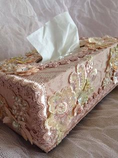 Shabby Chic, Flea Markets, Cooking, Spending Romantic Time with My Hubby, Re-purposing. Shabby Chic Crafts, Shabby Chic Pink, Vintage Shabby Chic, Shabby Chic Homes, Shabby Chic Decor, Vintage Linen, Tissue Box Covers, Tissue Boxes, Decoupage