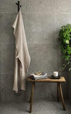 Swedish House, Toilet, Blanket, Bathroom, House Styles, Home Decor, Design, Grey, Bathroom Ideas