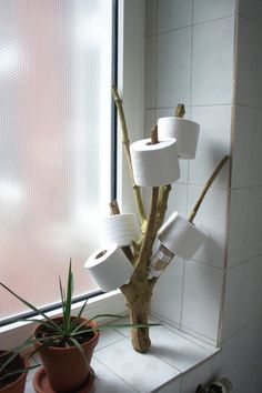 Tipps & Tricks für kleine Badezimmer It continues - with a tour of the small rooms. The bathroom is naturally small. To be honest, I personally don't find this disturbing, but all bathing oasis fa Funny Toilet Paper Holder, Toilet Roll Holder, Unique Toilet Paper Holder, Tree Interior, Interior Design Your Home, Diy Casa, Creation Deco, Diy Furniture, Cardboard Furniture
