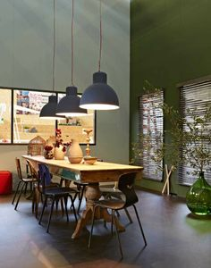 green dinning room_Amazing loft in Amsterdam Dining Room Design, Interior Design Living Room, Color Style, Colorful Interiors, Interior Inspiration, Interior Architecture, Sweet Home, House Styles, Furniture