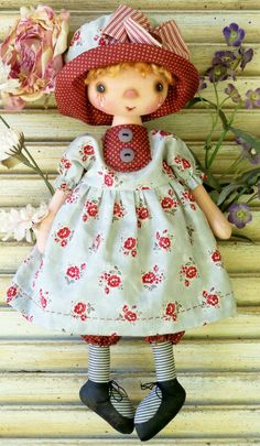 Totti, very cute small doll, pattern by Annie Smith