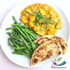 Kuře na kari indické je jídlo, které si zamilujete. Obsahuje maso, čerstvé bylinky, kurkumu, kari, zázvor a podává se s indickou plackou. Indian Food Recipes, Healthy Recipes, Tofu, Workout Programs, Green Beans, Good Food, Diet, Chicken, Vegetables