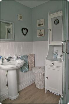 31 Gorgeous Cottage Bathroom Design - Home Design Seaside Bathroom, Family Bathroom, White Bathroom, Small Bathroom, Bedroom Beach, Duck Egg Blue Bathroom, Sea Theme Bathroom, Duck Egg Bedroom, Pastel Bathroom